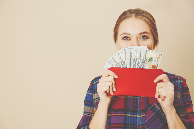 【手相占い】ハンドタイプでわかる金運を上げるお財布カラー 水の手の人はオレンジ系!