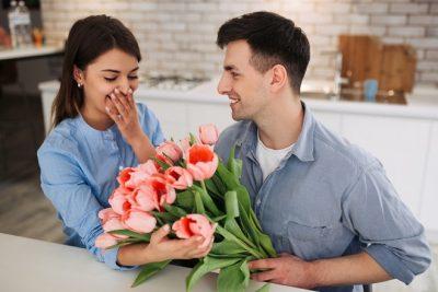 【手相占い】モテ線って? 男女問わず愛される人の手相の特徴&見方を解説