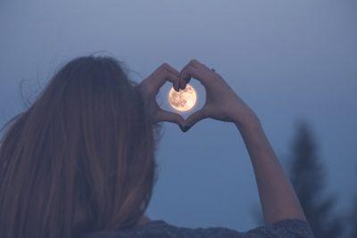 【満月のおまじない】願いを叶える方法&やってはいけないこと